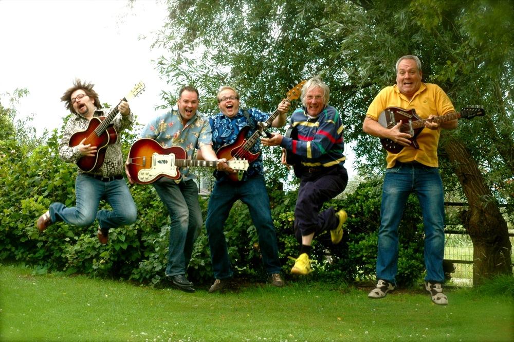 Van links naar rechts Rob Geboers, Rob Wijtman, Bart Wijtman, Freek de Jonge, Cok van Vuuren.