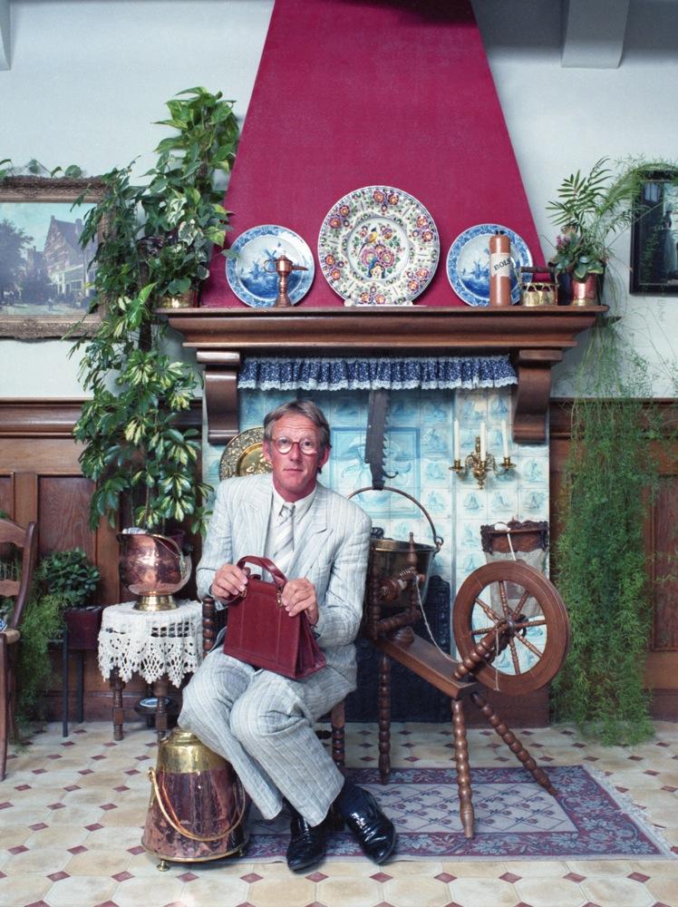 Publiciteitsfoto, gemaakt in een Volendams atelier.