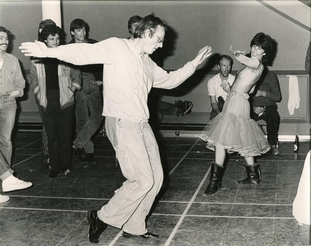 Freek en Hella dansen tijdens de afterparty.