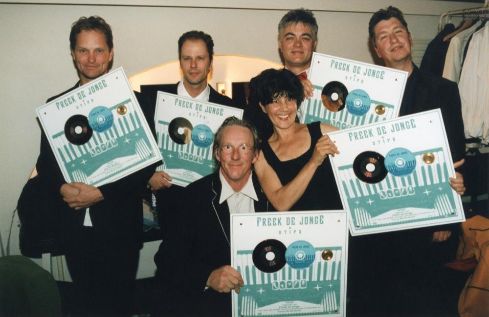 Leven na de dood, zijn enige nummer 1-hit, was goed voor een gouden plaat. Die werd uitgereikt in poptempel Paradiso in 1997.