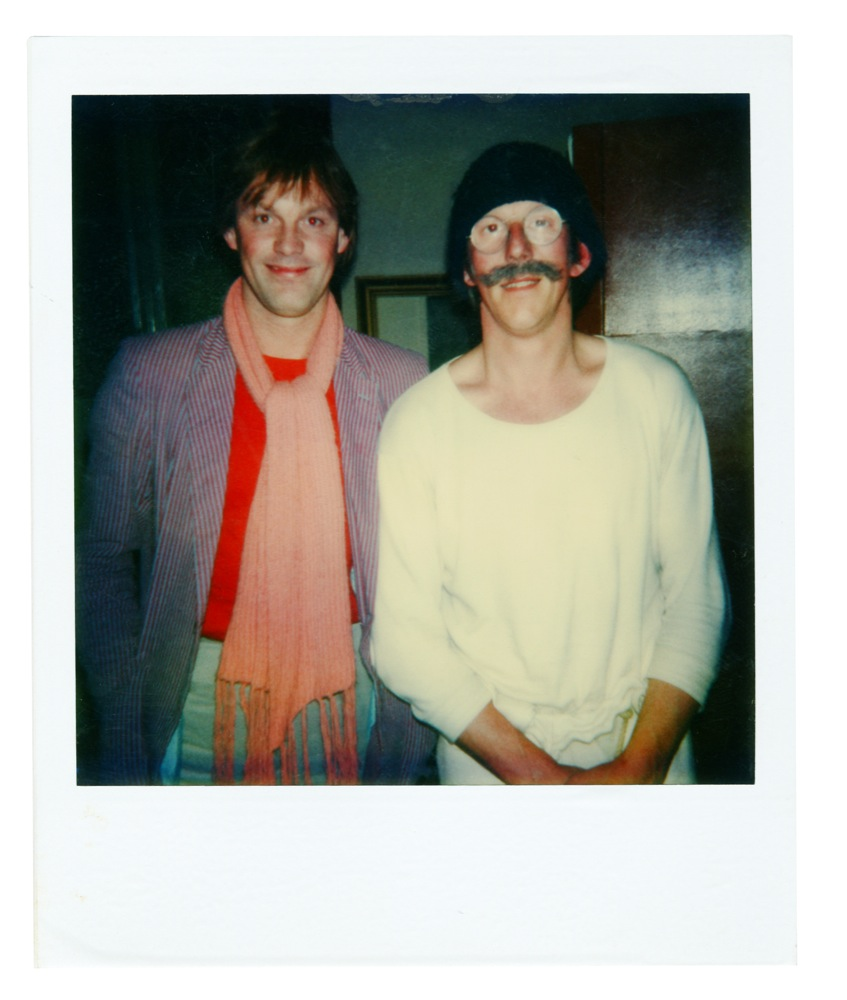 Na afloop van de voorstellingen van De Komiek ging Freek met zijn gasten op de (Polaroid)foto. Hier met Bram die alleen deze voorstelling van zijn oude kompaan bezocht.