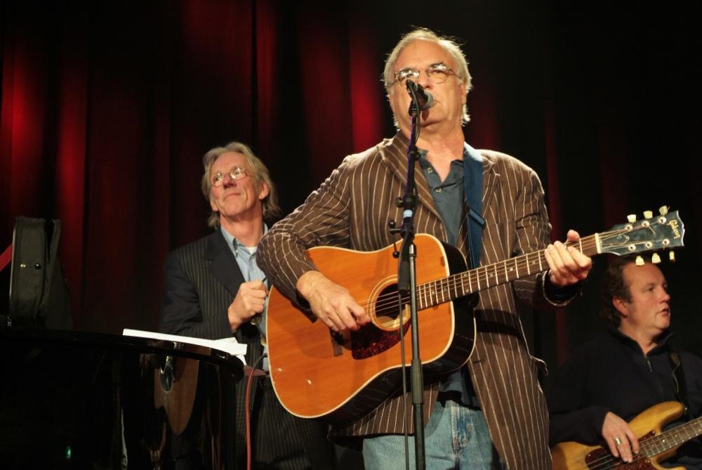 David Olney en rechts bassist Bart de Ruiter.